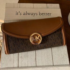 New Mk Jet set falton wallet logo brown